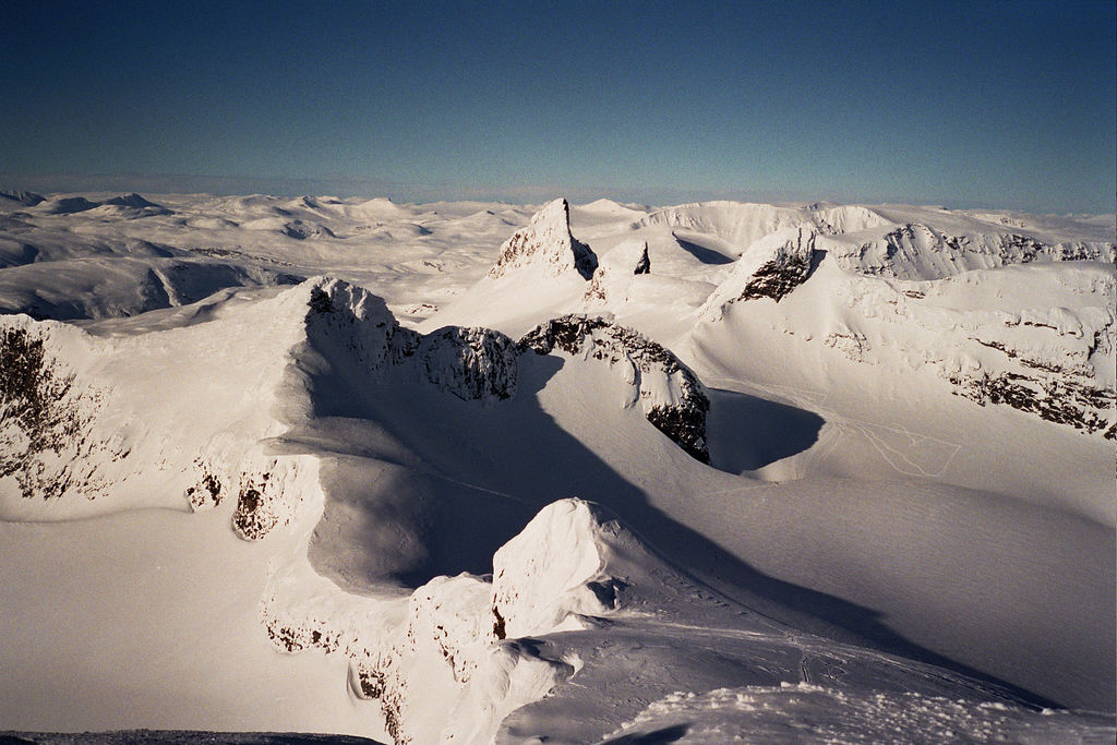 N from top of Storebjørn towards Kniven, 15/3/2005